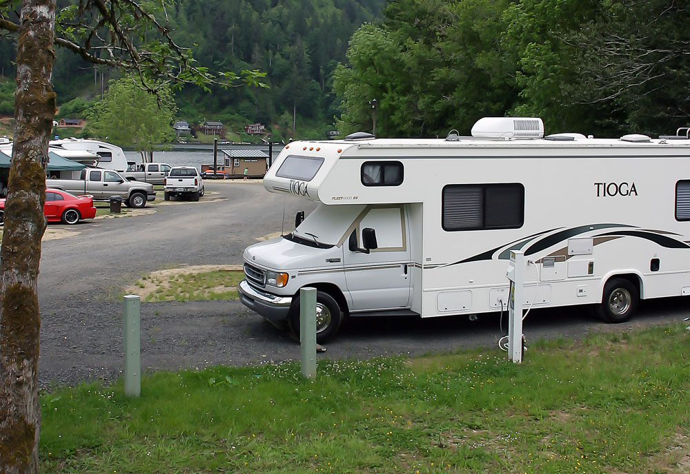 RV Site - Lake Front Back-in & Oregon Coast RV Sites | Tent Campsites